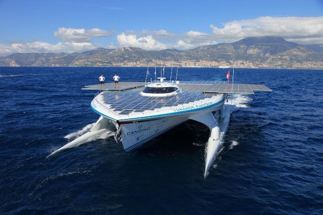 Πλωτό ηλιακό σκάφος στη Ζάκυνθο