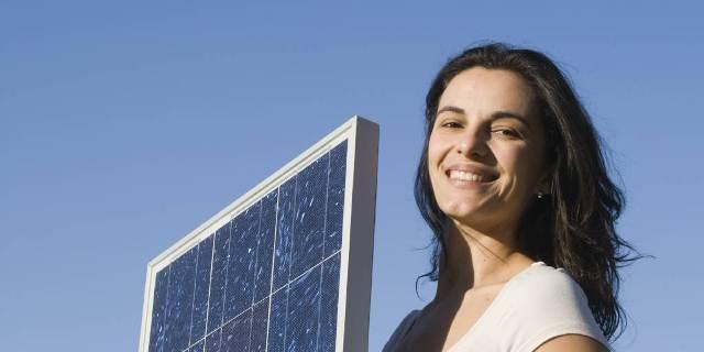Bloomberg: Πιο φτηνή η ενέργεια από φωτοβολταϊκά
