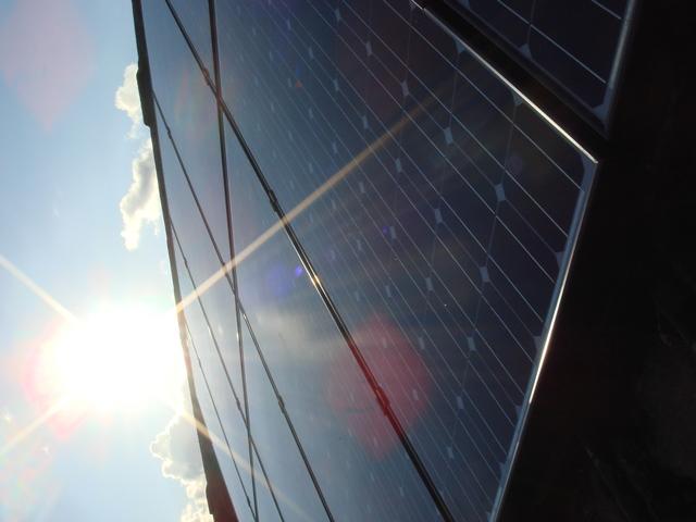 H E.E. επιχορηγεί τα φωτοβολταϊκά