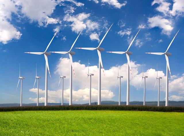 Η Κομισιόν ζητά περισσότερη ενέργεια από τις ΑΠΕ