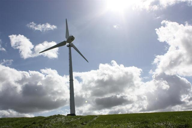 endurance-50kw-wind-turbine-east-greadon-farm-4-medium