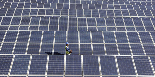 Μείωση κόστους για σχέδια ηλιακής ενέργειας άνω των 500 ΚW