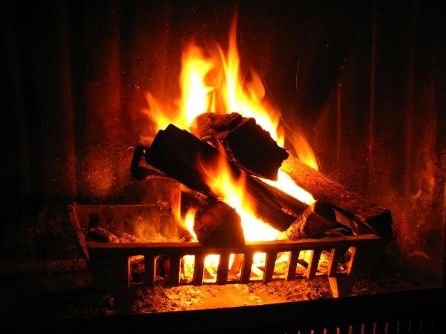 Αρνητικές οι επιπτώσεις από την καύση ξύλων στην ατμόσφαιρα