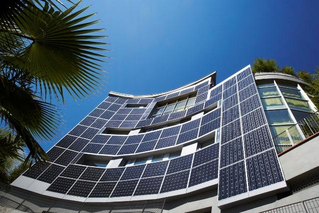 Ρεκόρ απόδοσης φωτοβολταϊκών από τη Sharp
