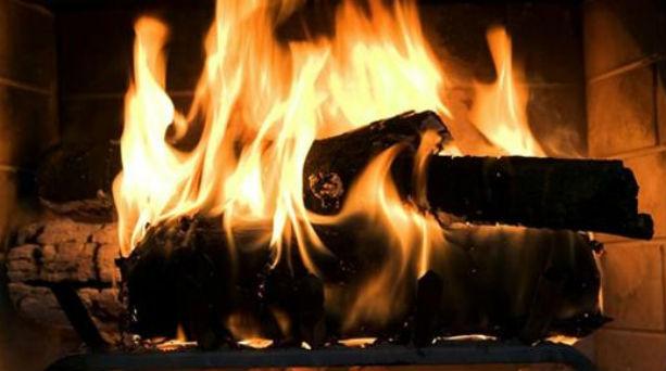 O Ιατρικός Σύλλογος Αθηνών προειδοποιεί για την καύση ξύλων