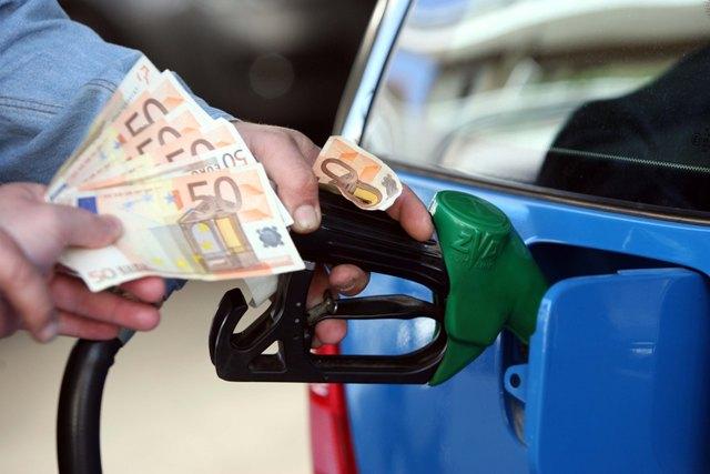 Ακριβή η βενζίνη στην Ελλάδα