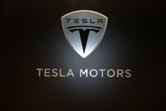 Τesla Motors: Διεύρυνση ζημιών και αύξηση πωλήσεων