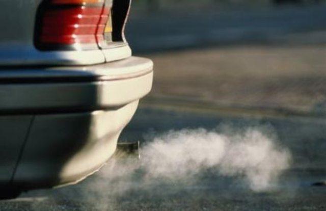 Μέρκελ: Όχι στη μείωση ρύπων από νέα οχήματα