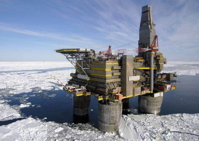 Υπό κράτηση το πλήρωμα του Arctic Sunrise