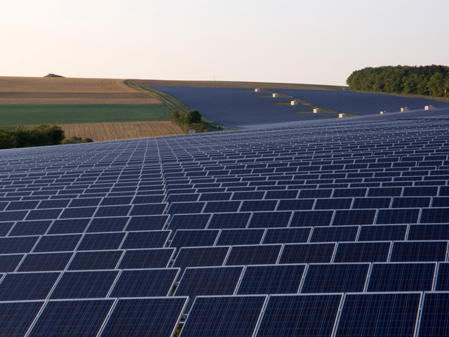 Συνεχίζει τις επενδύσεις στα φωτοβολταϊκά η Google