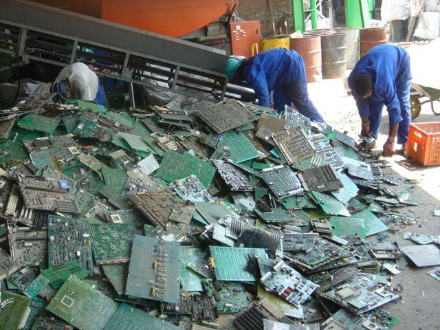 Τα ηλεκτρονικά απόβλητα αυξάνονται