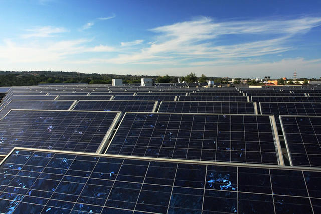 Ηλιακά συστήματα στις εγκαταστάσεις MAIX
