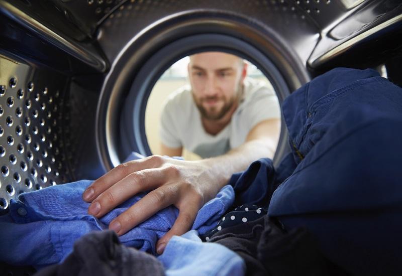 7 τρόποι για να γλιτώσετε ρεύμα και νερό στο πλύσιμο των ρούχων