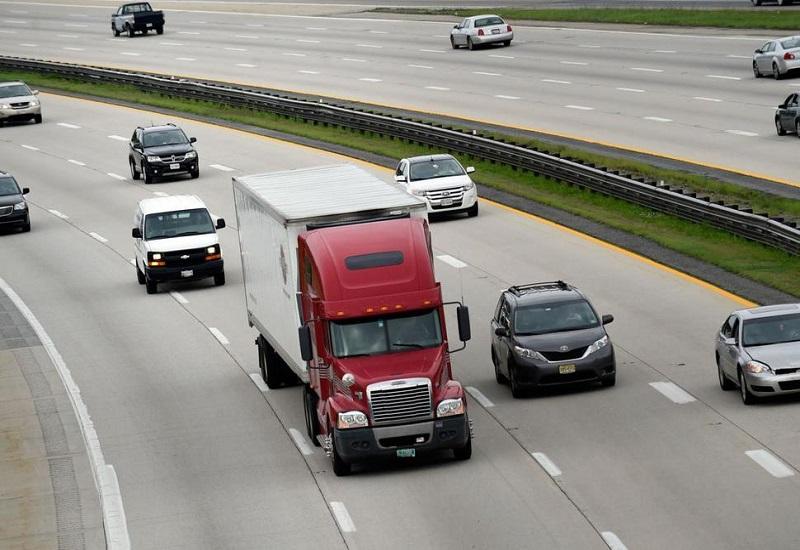 Έρχεται ευρωπαϊκό «πλαφόν» στις εκπομπές CO2 των φορτηγών