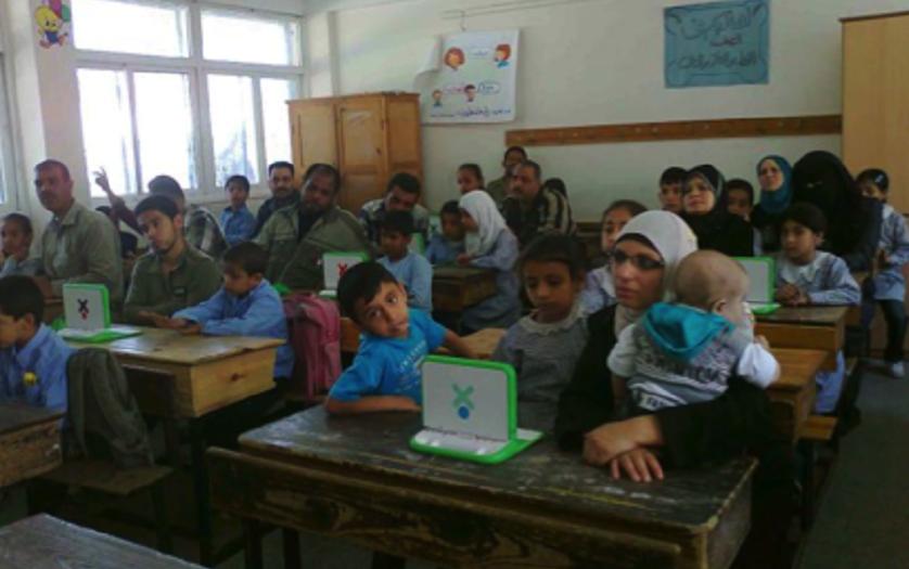 """Σήμα κινδύνου για το """"σχολείο από λάστιχα"""" στη Δυτική Όχθη"""