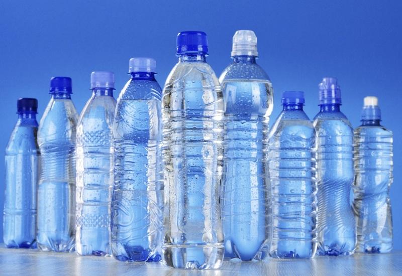 Πλαστική φιάλη νερού από βιομάζα φτιάχνουν Nestlé και Danone