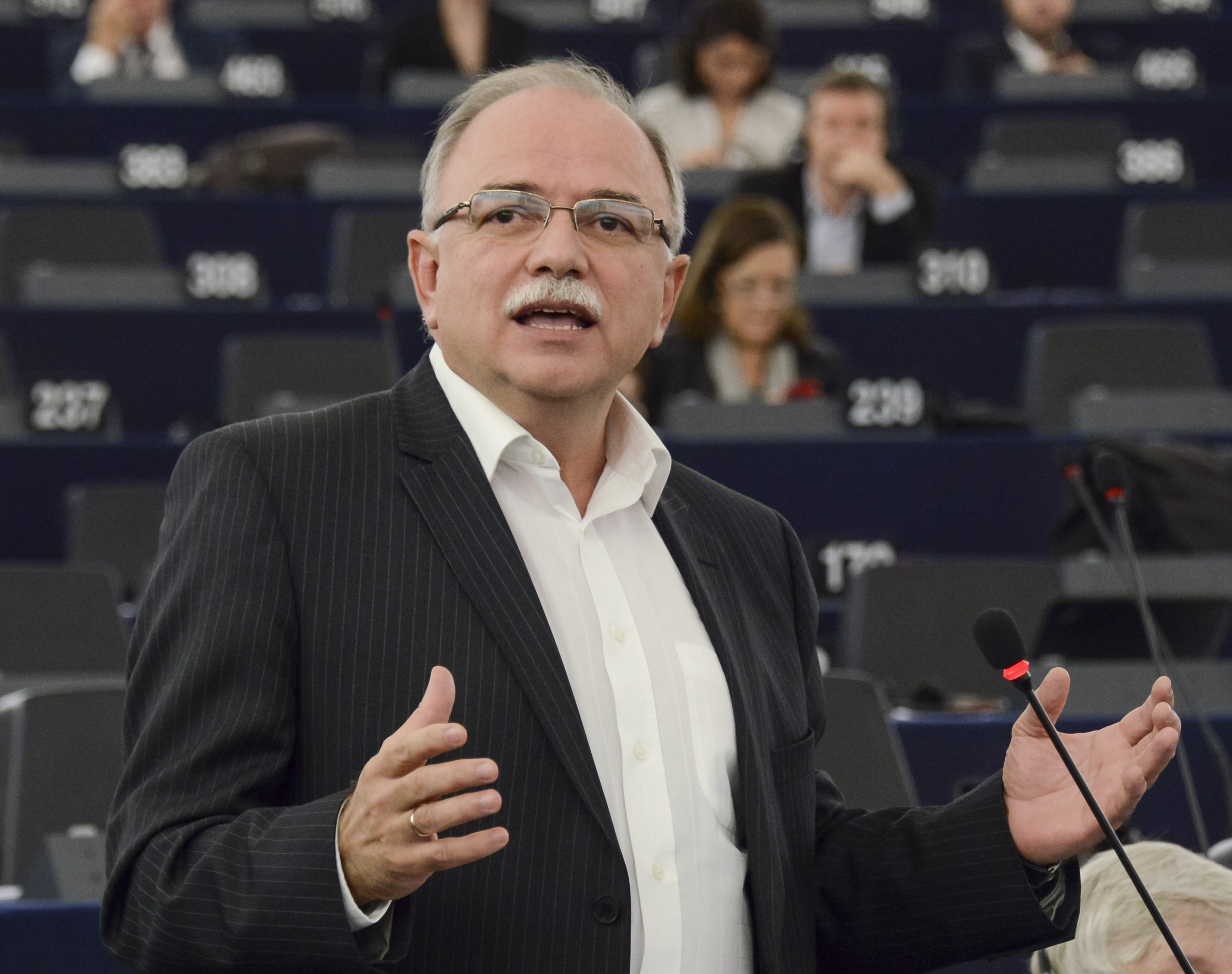 Δ. Παπαδημούλης: Τα ενεργειακά κοιτάσματα της ΝΑ Μεσογείου γέφυρα για τις ευρω-αραβικές σχέσεις