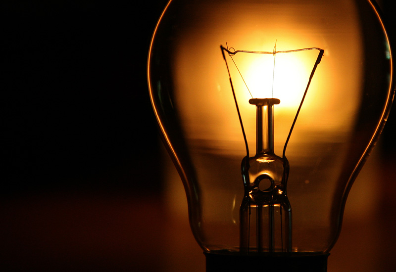 Διόρθωση των στρεβλώσεων στις ρυθμιζόμενες χρεώσεις ρεύματος θα εισηγηθεί η ΡΑΕ