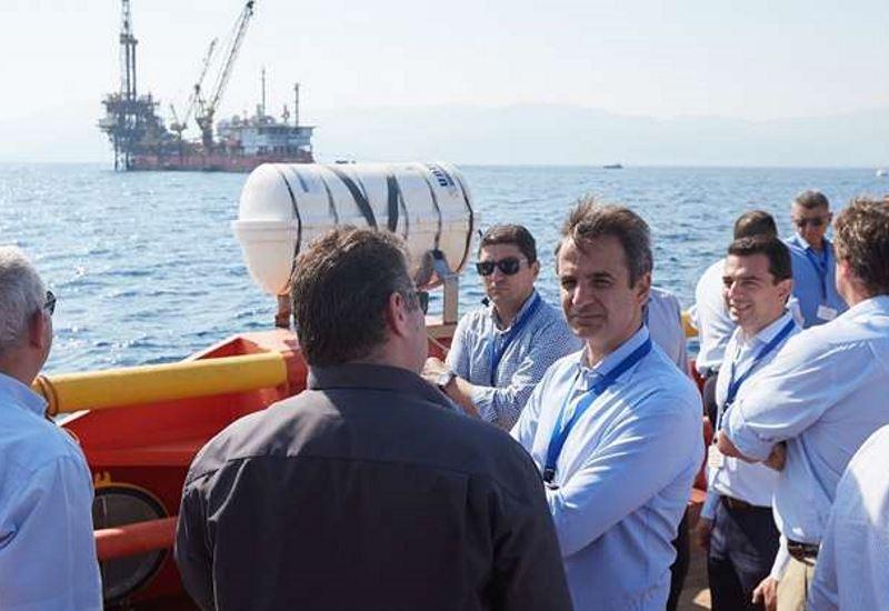 Ο Κυριάκος Μητσοτάκης στις εγκαταστάσεις εξόρυξης πετρελαίου στον Πρίνο