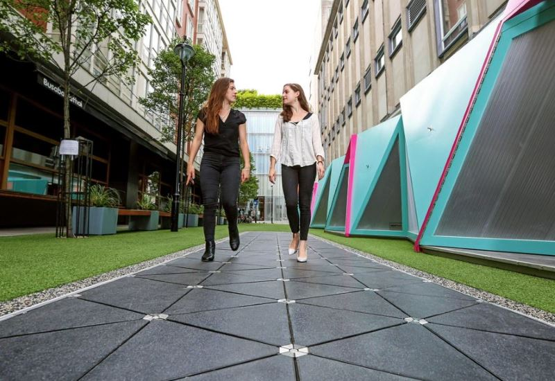 Λονδίνο: Παραγωγή ηλεκτρικής ενέργειας με περπάτημα στον «έξυπνο δρόμο»