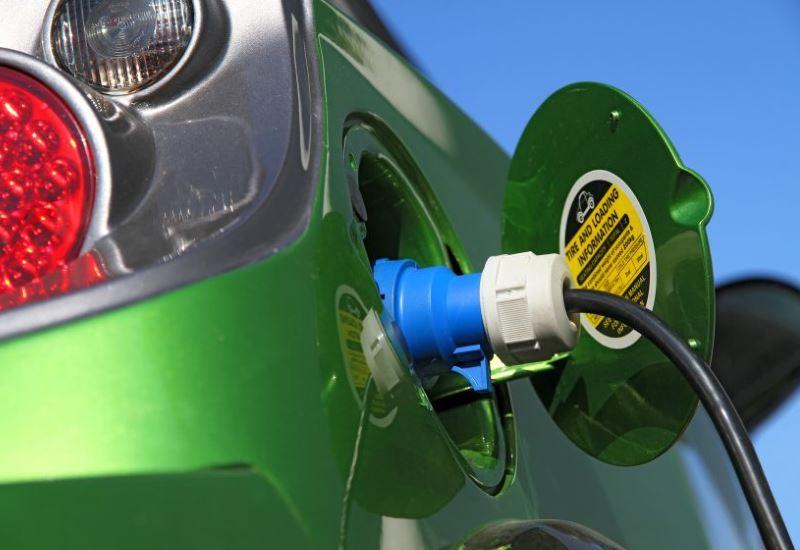 Μόνο ηλεκτρικά οχήματα στην Βρετανία έως το 2040