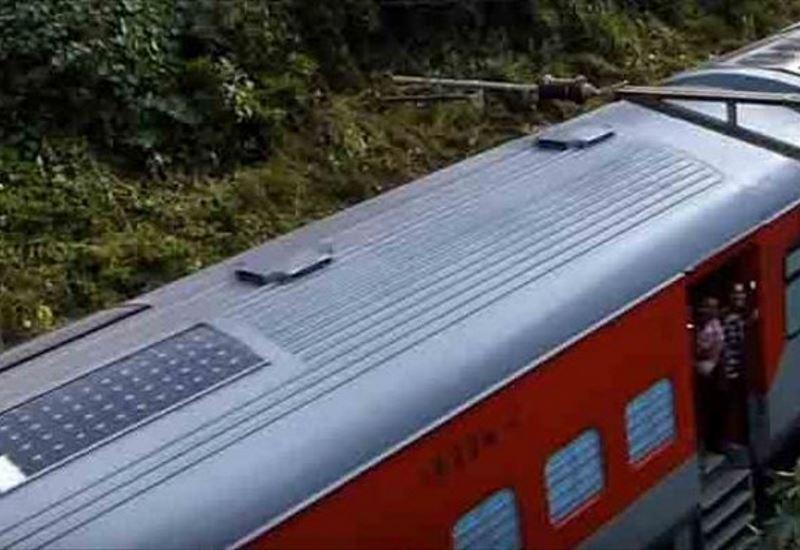 Ινδία: Tο πρώτο τρένο με φωτοβολταϊκά