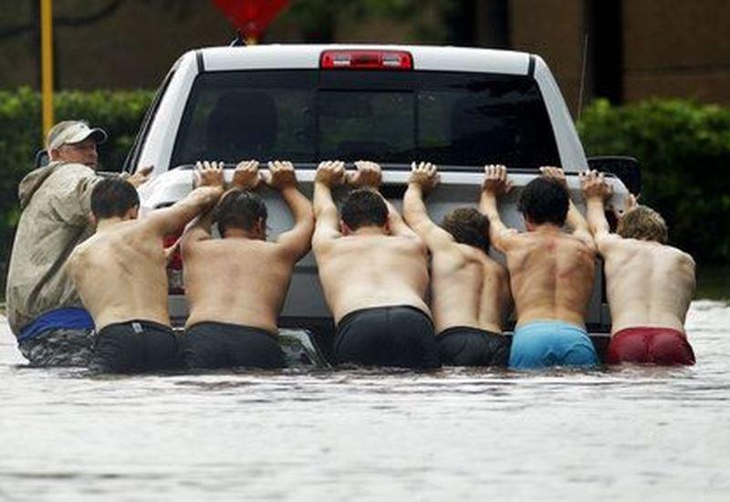 ΗΠΑ: «Στα ύψη» έφερε την τιμή της βενζίνης ο τυφώνας Χάρβεϊ