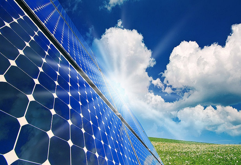 Bloomberg: Από φωτοβολταϊκά και αιολικά το 40% της παγκόσμιας ενέργειας μέχρι το 2040