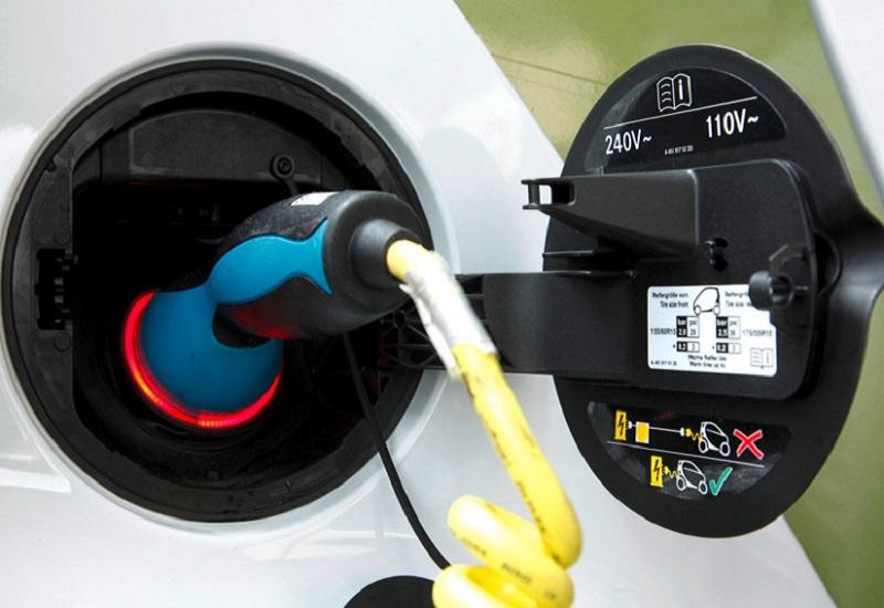 Δανία: Ηλεκτρικά οχήματα «στην πρίζα» με κέρδος  1.530 δολ. ετησίως