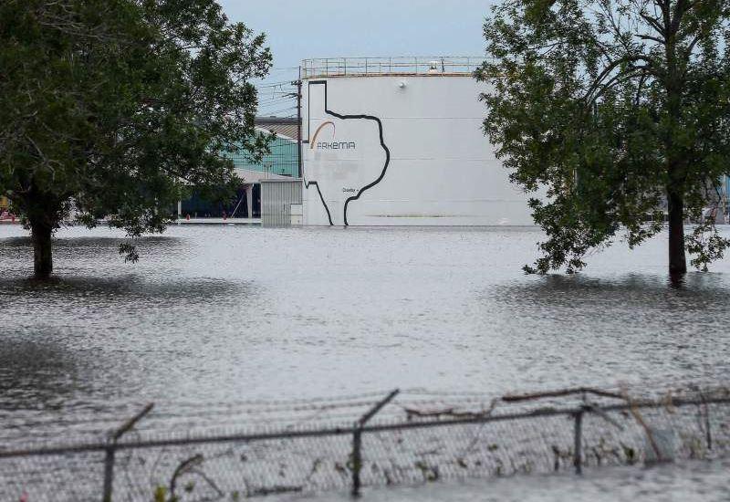Τυφώνας Χάρβεϊ: Δύο εκρήξεις στο εργοστάσιο χημικών Arkema που είχε πλημμυρίσει