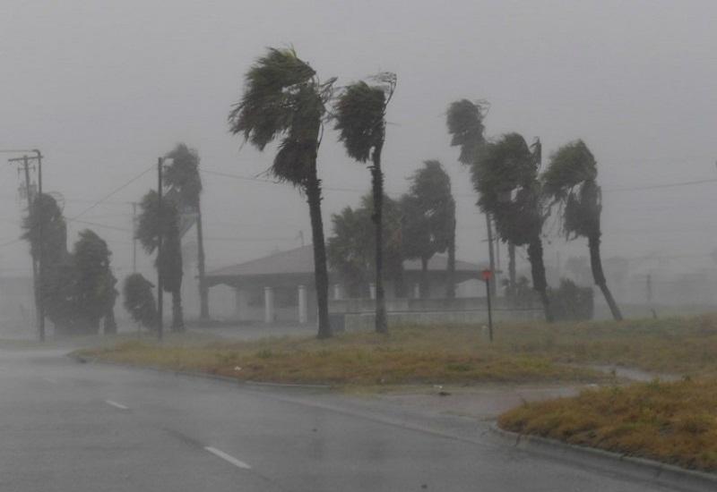 «Σαρώνει» τα πάντα ο τυφώνας Χάρβεϊ στο Τέξας