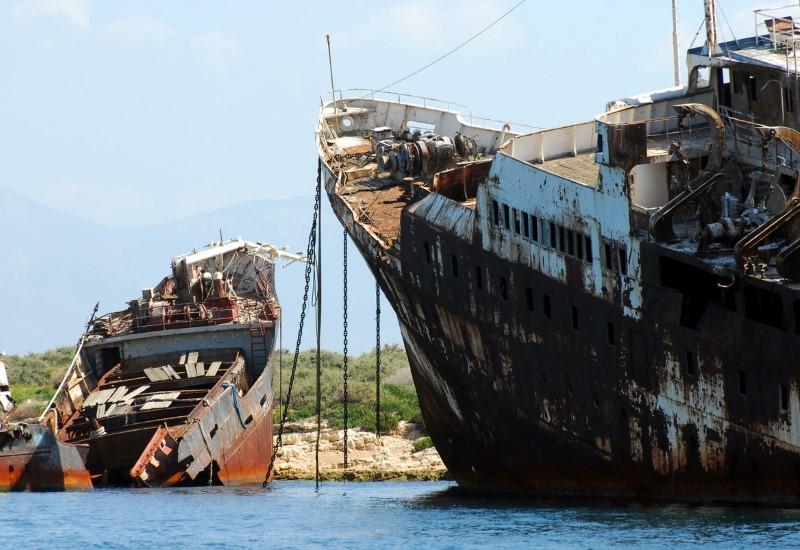 Ελευσίνα: Ένα μεγάλο νεκροταφείο σαπιοκάραβων