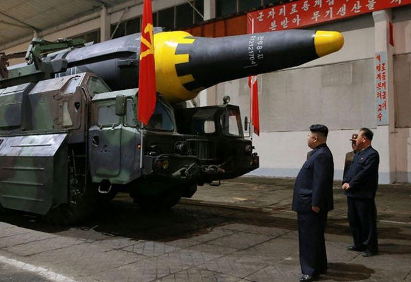 Νέα πρόκληση- Η Βόρεια Κορέα μεταφέρει πύραυλο προς τις δυτικές ακτές