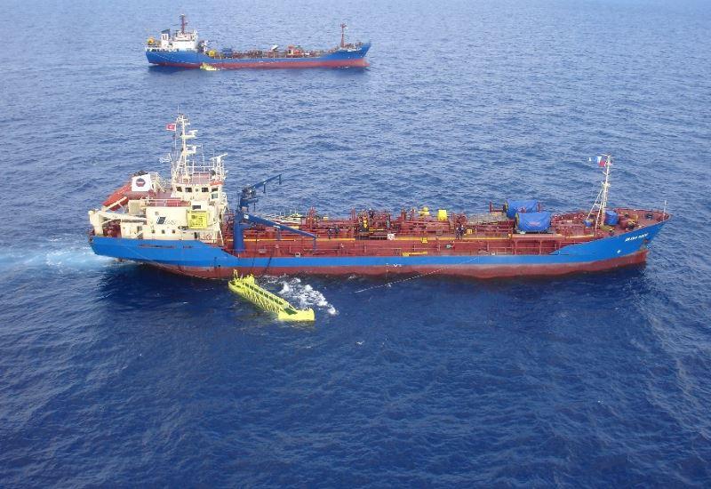 Συνεχίζεται η επιχείρηση καθαρισμού θάλασσας και ακτογραμμής στο Σαρωνικό