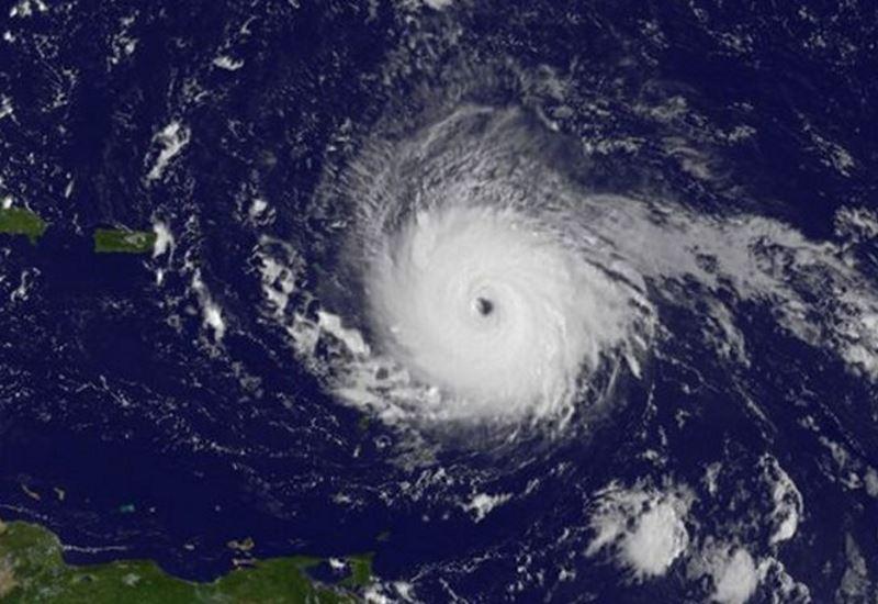 Σαρώνει τα πάντα στο πέρασμά του ο τυφώνας «Ίρμα» (βίντεο)