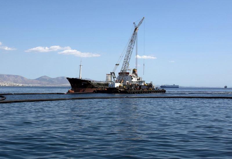 ΕΛΚΕΘΕ: «Στο κόκκινο» η θαλάσσια ρύπανση στο Σαρωνικό