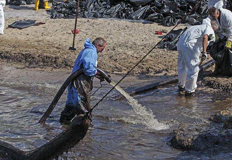 Βελτιώνεται η εικόνα του Σαρωνικού μετά την επιχείρηση απορρύπανσης