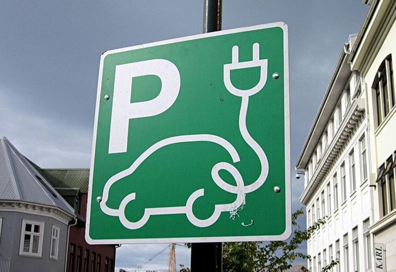 Ένα στα έξι αυτοκίνητα θα είναι ηλεκτρικό έως το 2025