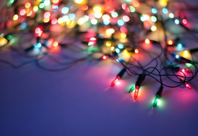 Πόσο ασφαλή είναι τα χριστουγεννιάτικα λαμπιόνια σας;
