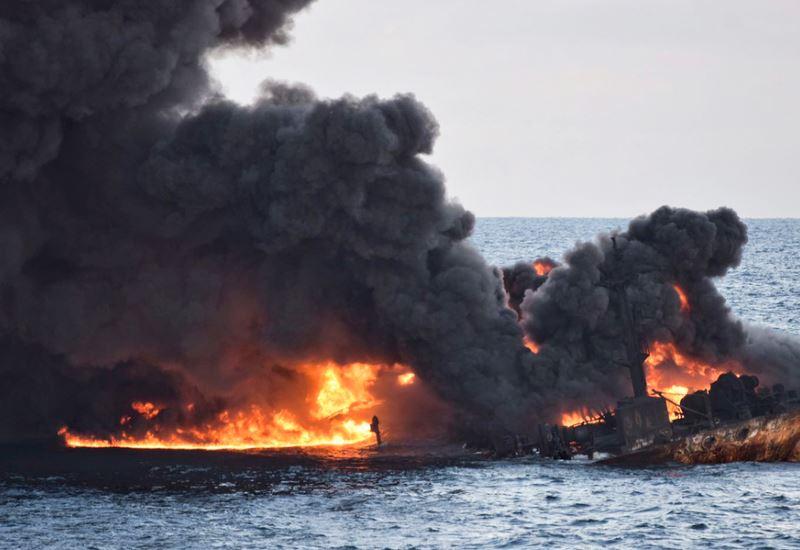Κίνα: Μεγάλες πετρελαιοκηλίδες μετά το ναυάγιο του δεξαμενόπλοιου