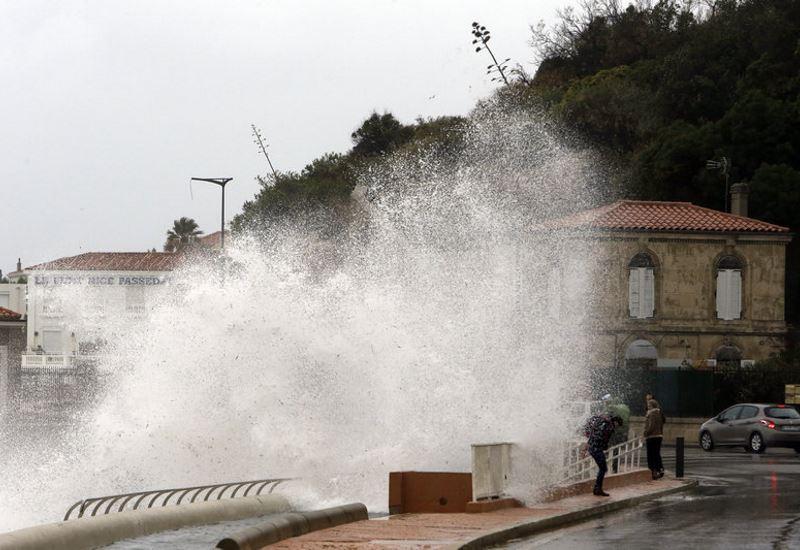 Γαλλία: Χωρίς ρεύμα 200.000 νοικοκυριά εξαιτίας της καταιγίδας Eleanor
