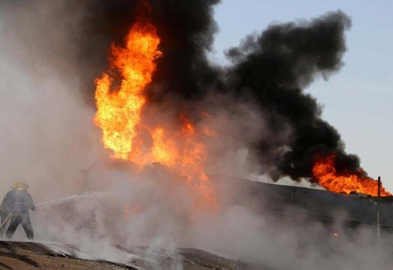 Παραμένει στις φλόγες ιρανικό δεξαμενόπλοιο που συγκρούστηκε με κινεζικό φορτηγό πλοίο