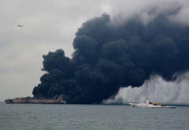 Στις φλόγες για ένα μήνα ενδέχεται να βρίσκεται το ιρακινό δεξαμενόπλοιο