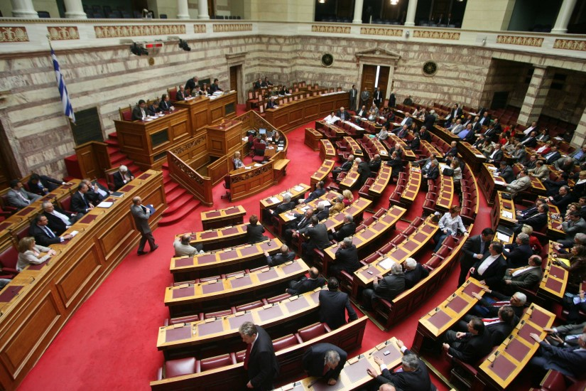 Κατατέθηκαν στη Βουλή οι τέσσερις συμβάσεις για τους υδρογονάνθρακες