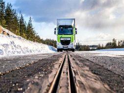 eRoadArlanda-truck-on-track