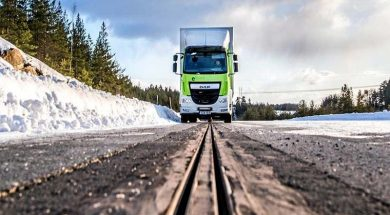 eRoadArlanda-truck-on-track