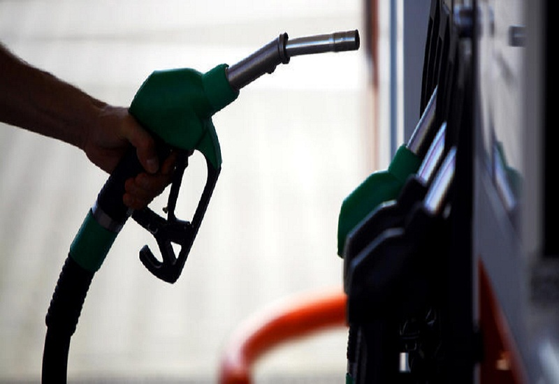 Έκανε πίσω η γαλλική κυβέρνηση για την αύξηση του φόρου στα καύσιμα