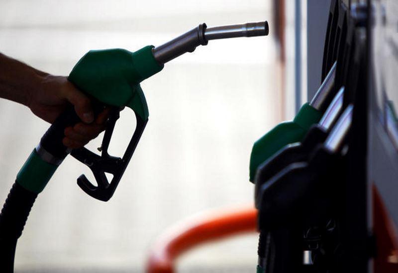 Οι πωλήσεις καυσίμων συνεχίζουν την κάμψη