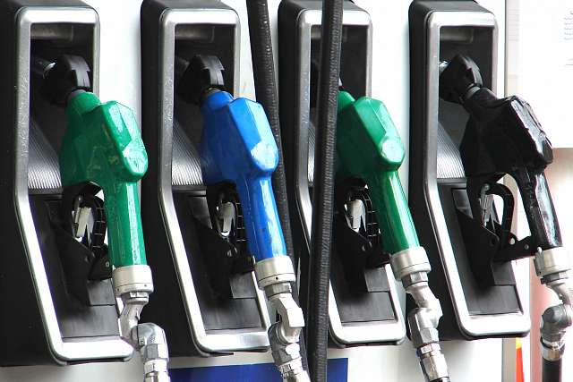 Γέμισμα Βενζίνης: Γιατί στο «κλικ» της αντλίας πρέπει να σταματάμε;