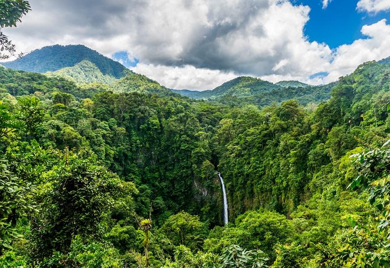 Θέλει στροφή στην πράσινη ενέργεια ο νέος πρόεδρος της Κόστα Ρίκα